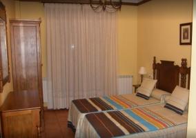 Amplio dormitorio doble con armario