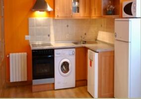 Cocina equipada con lavavajillas