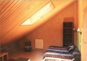 Dormitorio doble abuhardillado de estudio