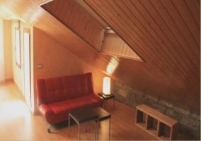 Sala de estar abuhardillada de estudio