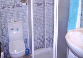 Servicio completo con ducha de los pisos de madera