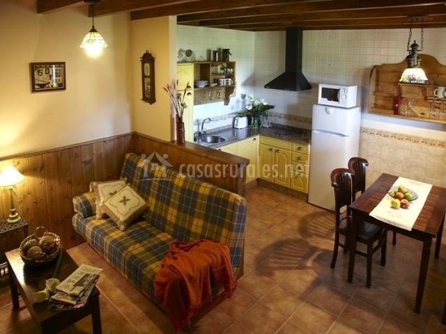 El capricho de gonzalo en loza asturias for Cocina americana y salon