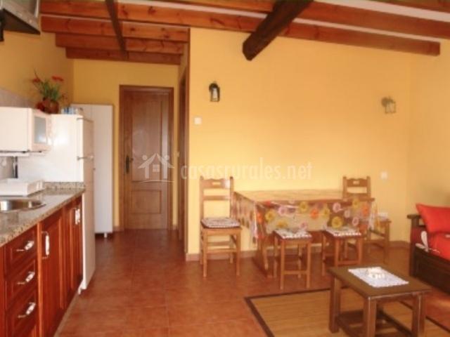 Casa xarangolo en polavieja asturias - Salon comedor cocina ...