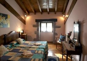 Dormitorio abuhardillado, 2 camas