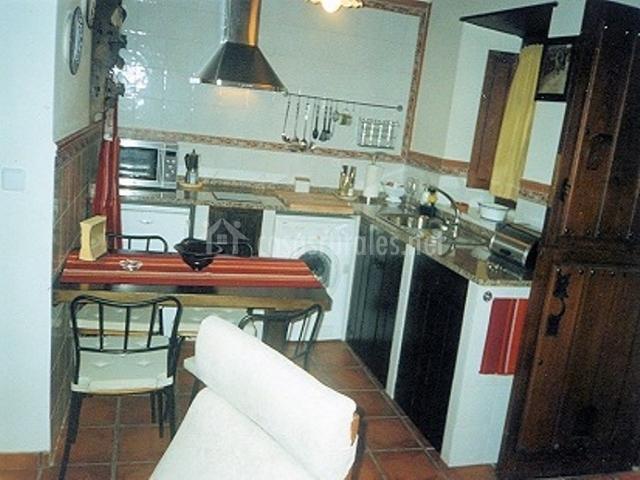 Casa selo en pesoz asturias for Mesa supletoria cocina