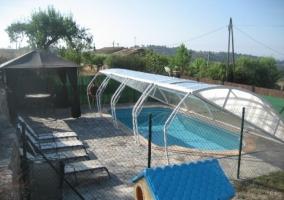 Ca l arturo casa rural en sant mateu de bages barcelona for Casa rural con piscina cubierta