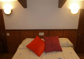 Dormitorio abuhardillado detalle