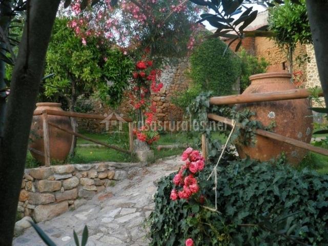 Casa rural sietevillas en villasbuenas de gata c ceres for Caminos de piedra en el jardin
