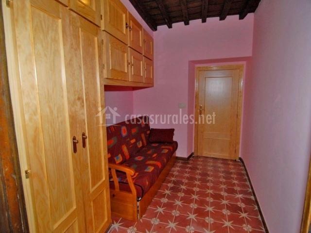 Casa rural sietevillas en villasbuenas de gata c ceres for Sofa cama armario