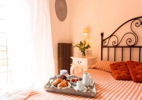 Dormitorio con desayuno