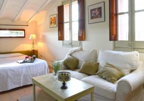 Dormitorio con salón