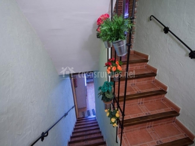 Escaleras decoradas de la casa rural