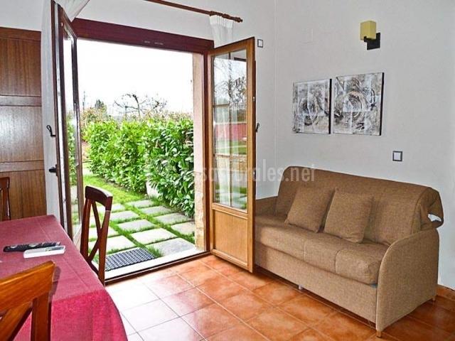 Apartamentos rurales antojanes en granda siero asturias for Puertas salida jardin