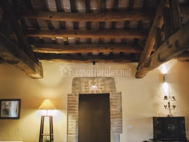 El munt casas rurales en castellter ol barcelona - Vigas de madera redondas ...