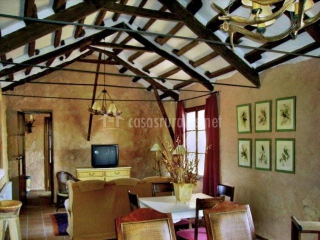 La taina el ayunque en tebar cuenca - Fotos de casas de madera por dentro ...