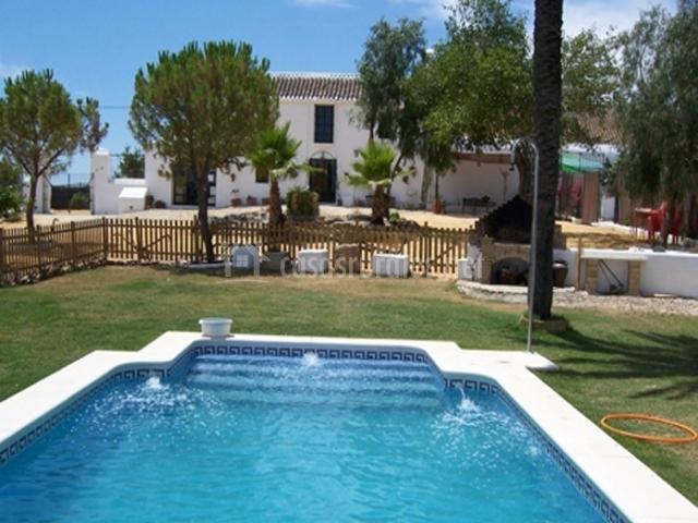 Resort campero casas rurales en el coronil sevilla for Casa rural sevilla piscina