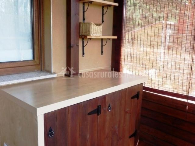 El portachuelo i en hoyos del espino vila for Mueble bano madera clara