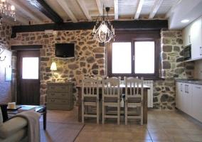 Salón con mesa de centro