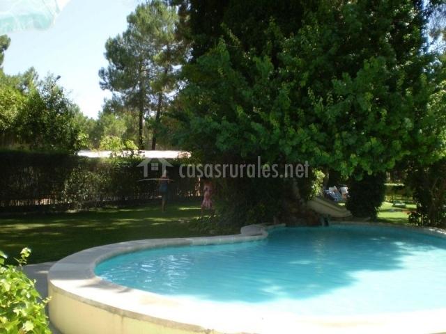 Hotel rural arco iris en jabaga cuenca for Complejo rural con piscina