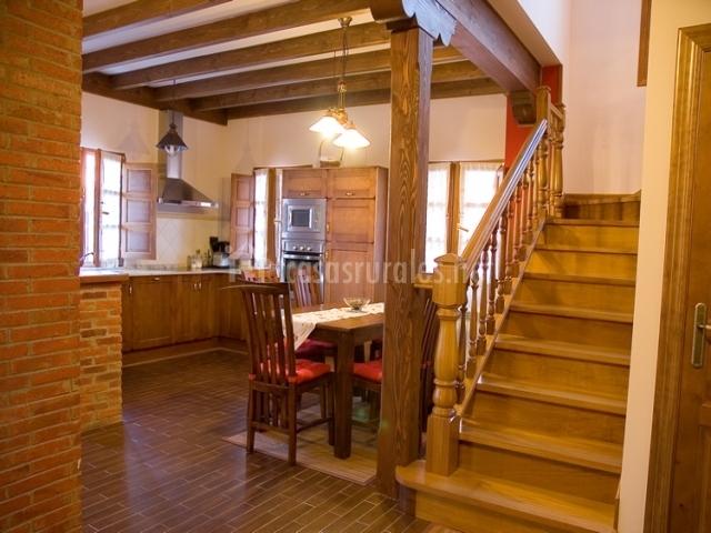 Casa valborraz casas rurales en pravia asturias for Escalera de cocina
