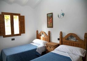 Casa del Pastor Dormitorio doble con camas individuales en azul