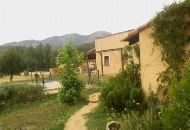 Casas rurales con piscina en navatrasierra for Casas rurales en badajoz con piscina