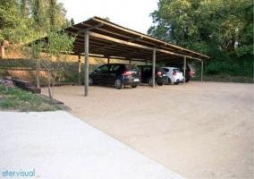Zona de aparcamiento cubierta