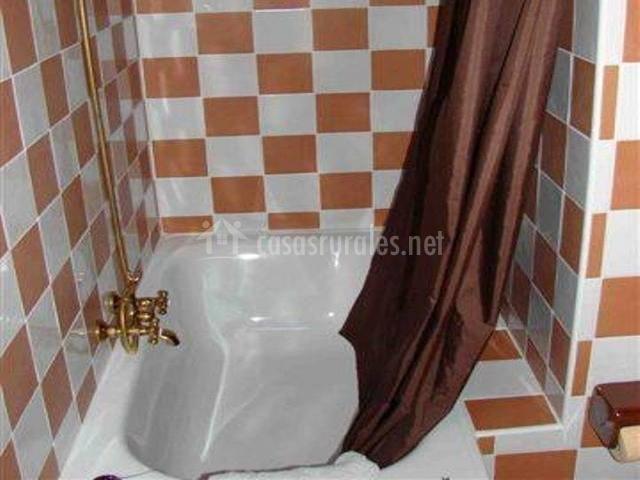 Cuarto de baño en marrón