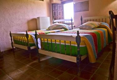 Dormitorio Llorer con dos camas individuales.jpg