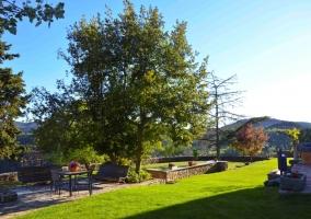Zona de jardines con mobilairio