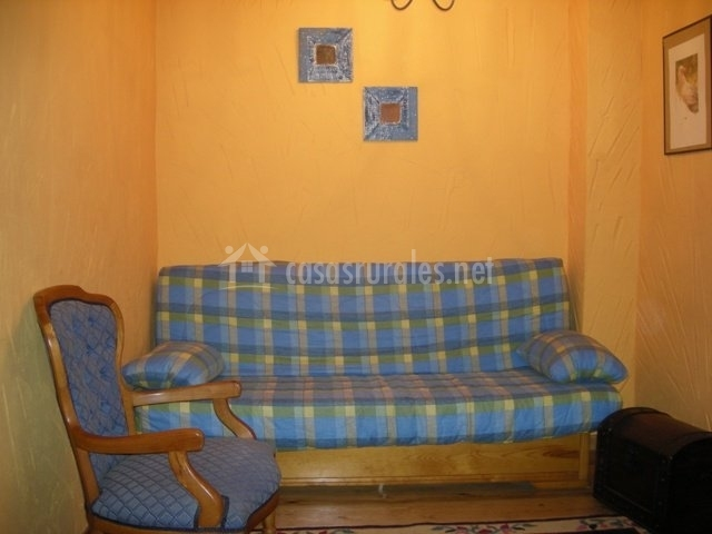 Sofá y butaca azul