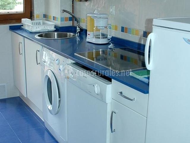 Apartamentos costa costa apartamentos rurales en suances - Cocinas azul tierra ...