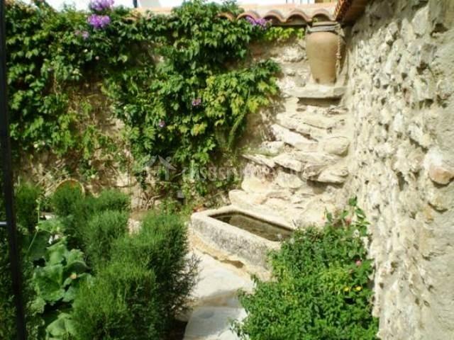 Piedras de benquerencia en benquerencia c ceres for Jardin fuente de piedra
