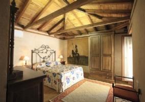 Dormitorio con tapiz del Quijote