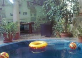 Jacuzzi y patio de la casa