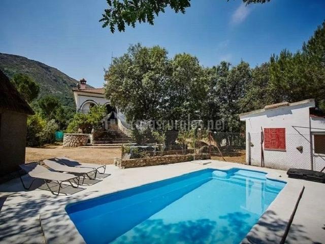 Casa torreblanca en navaluenga vila for Casa rural avila piscina