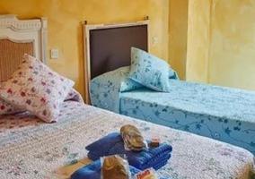 Dormitorio triple amarillo