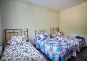 Dormitorio triple camas individuales