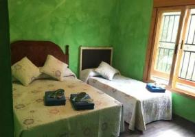 Dormitorio triple en color verde