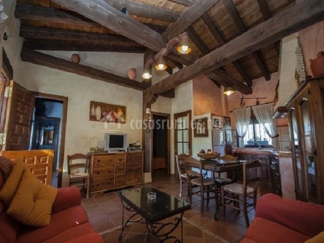 Los regajales en tenzuela segovia for Sala de estar y cocina