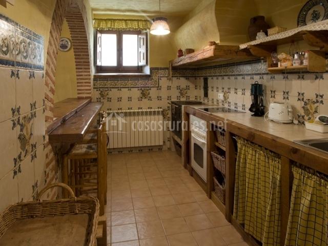 La casa del arcipreste en cubillo segovia for Mesa supletoria cocina