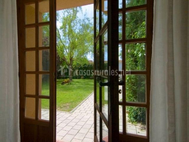Casa el molino i en nieva segovia for Puertas salida jardin