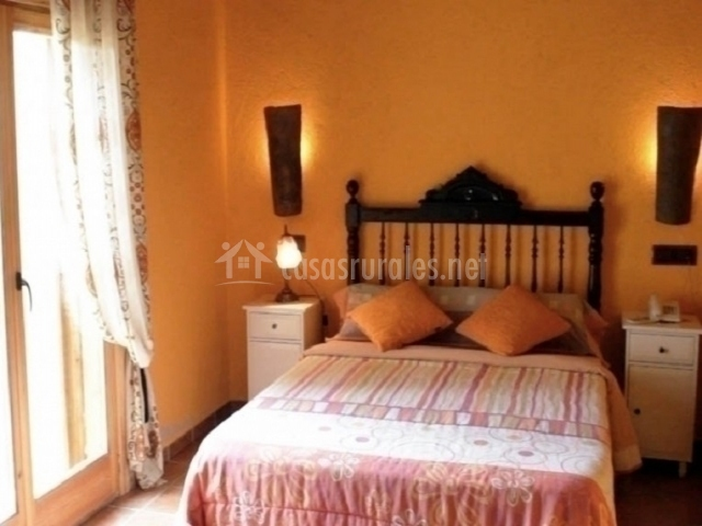 Rinc n de los ngeles masia ca l 39 agustinet en vallcebre - Color salmon en paredes ...