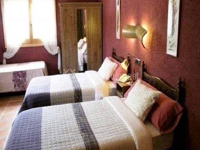 Habitación triple con tres camas individuales
