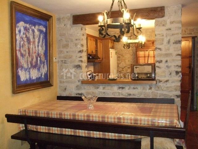 Casa rural el encuentro en sansoain urraul bajo navarra for Mesa supletoria cocina