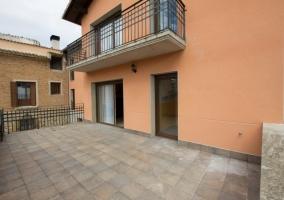 Terraza y balcón de la vivienda