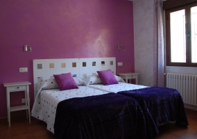 Dormitorio en tono violeta