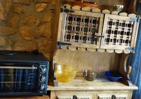Cocina completa con pared de azulejo
