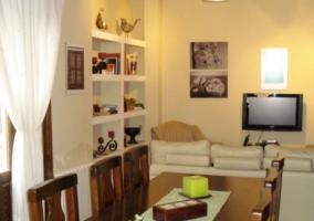 Comedor y sala de estar comunicados