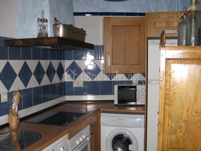 Cocina totalmente equipada con lavadora y lavavajillas